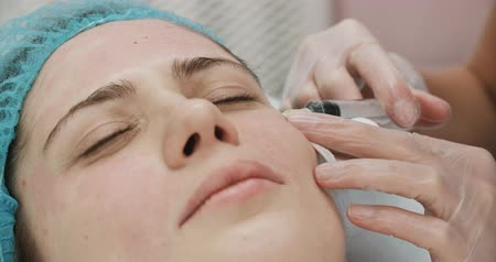 arcszín : Close-up of a young woman having Botox injections in the office beautician