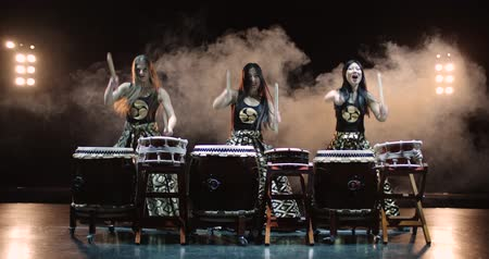 taiko drums : 4K, very epic performance of Japanese Taiko drummers on stage, various rhythm and movement, slow motion Stock Footage