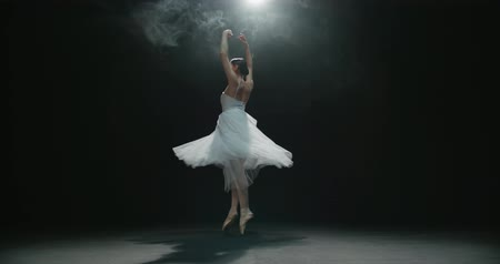 bale : 4K video footage beautiful elements of classic ballet ballerina dancing on black background, slow motion Stok Video