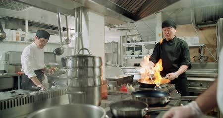 fogão : the workflow in the kitchen of the restaurant,a team of Asian chefs prepare dishes