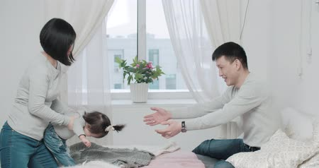 significado : slow motion, a young Asian couple with a little girl in the bedroom, birth of a baby in the family Stock Footage