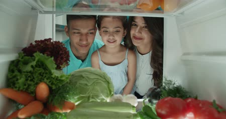 цуккини : young cute asian family of three choosing vegetables from the fridge - family, wealthiness, healthy way of life concept 4k Стоковые видеозаписи
