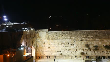 jerozolima : The Western Wall in the night in Jerusalem. Its located in the Old City of Jerusalem at the foot of the western side of the Temple Mount