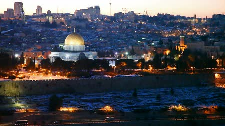 filistin : Overview of Old City in Jerusalem, Israel with The Golden Dome Mosque Stok Video