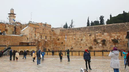 pielgrzymka : JERUSALEM - DECEMBER 15: The Western Wall with a praying pilgrims on December 15, 2013 in Jerusalem. It Wideo