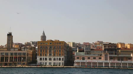 isztambul : ISTANBUL - APRIL 6: Istanbul cityscape with Galata tower on April 06, 2013 in Istanbul. It
