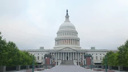 anıt : United States Capitol building in Washington, DC in the morning Stok Video