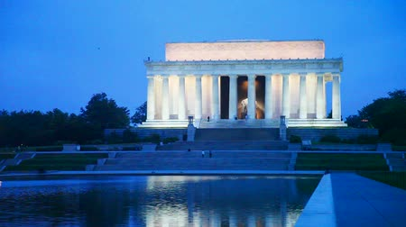 gedenksteen : De Abraham Lincoln Memorial in Washington, DC in de avond