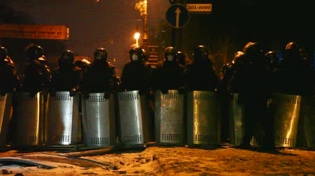 rali : KIEV, UKRAINE - JANUARY 23: The riot police at Hrushevskogo street on January 23, 2014 in Kiev, Ukraine. The anti-governmental protests turned into violent clashes during last week.