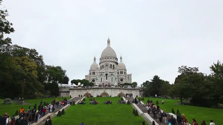 sagrado : PARIS - OCTOBER 12: Basilica of the Sacred Heart of Paris (Sacre-Coeur) on October 12, 2014 in Paris, France. A popular landmark, the basilica is located at the summit of the butte Montmartre, the highest point in the city.