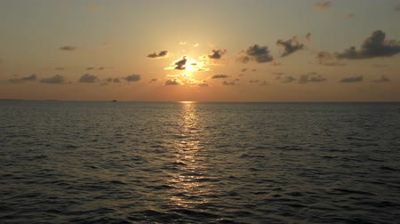 takımadalar : Sunset of sun setting over Indian Ocean, Maldives