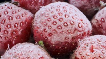 ovocný : Extreme closeup of fresh frozen strawberries, Rotation 360 degrees, Close-up