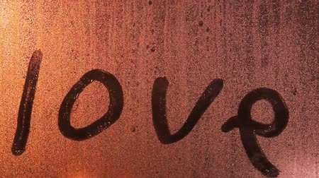 írott : Love.The words on the glass.