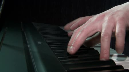 compositor : game electronic piano,hand .Music. Vídeos