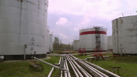 crude : Tanks for oil storage.Storage of flammable substances at the plant.
