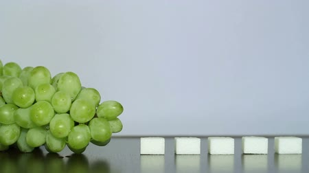glicose : Green grapes and white sugar.