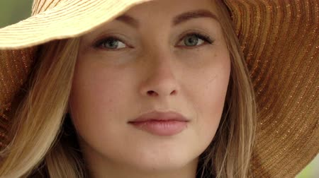 szerény : Slow motion.The young and beautiful women .Beautiful woman in straw hat.