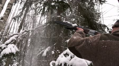 snajper : A hunter with a gun. Winter hunting. Huntsman.