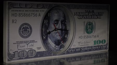 inflação : Watch the hundred-dollar bill .Ray of light.