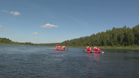 jangada : Rafting on catamarans on the river .Tourists rowing on catamarans. Outdoor activity.