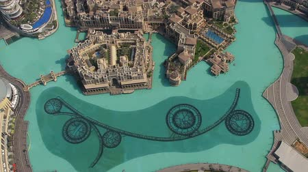 эмираты : aerial daylight shot of dubai fountain