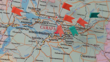 rajzszeg : camera focuses on map of Samara, Russia Stock mozgókép