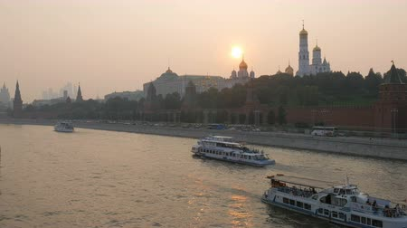 annunciation : summer sunset in Moscow, pan of city from Bolshoy Moskvoretsky Bridge
