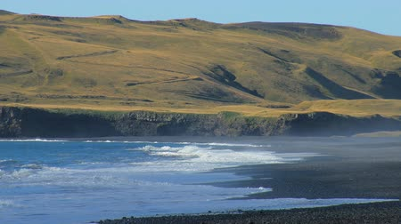 bakış : powerful waves of Atlantic ocean on southern coast of Iceland, black sand beach, near volcano Katla