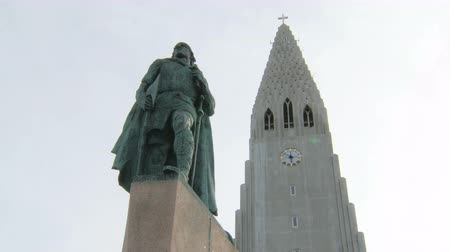 hallgrimskirkja : Reykjavik, Iceland - SEP, 2016: view of monument of Leif Erikson and famous icelandic church Hallgrimskirkja