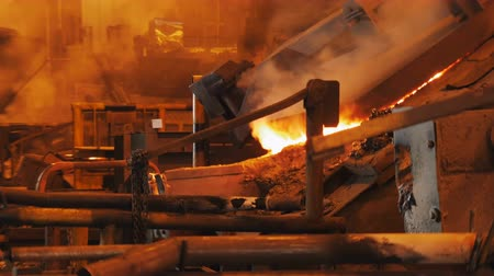 olvad : shot of Melting furnace in Metallurgical factory, smoke and Red-hot metal Stock mozgókép