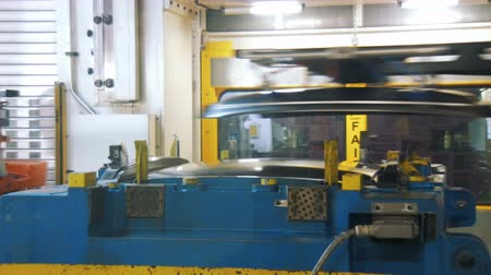 zinek : press machine is making details for production car body from metal sheets, robotic production Dostupné videozáznamy