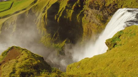 Скандинавия : icelandic waterfall Skogafoss, view from top observation platform in sunny summer day