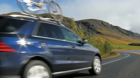fixní : car is moving over road in countryside in Iceland, bicycle is fixed on a roof, active weekend Dostupné videozáznamy