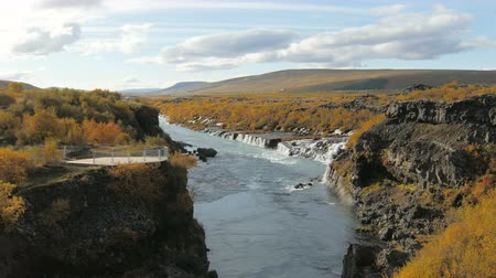 вулканический : canyon of Hvita river and view on picturesque waterfalls flowing through lava fields, Hraunfossar