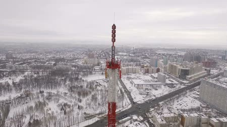 микроволновая печь : aerial view on transmitters of telecommunication tower on top and urban landscape
