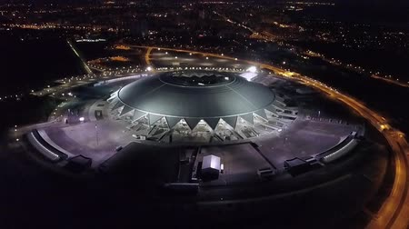 szerkesztőségi : SAMARA, RUSSIA - MAY, 2018: drone is flying over modern Samara Arena building in nighttime Stock mozgókép