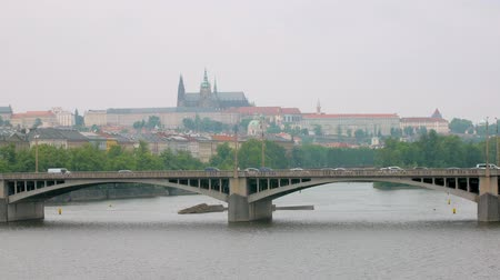 shores : panoramic view of Prague in cloudy summer day, cars are moving on bridge Stock Footage