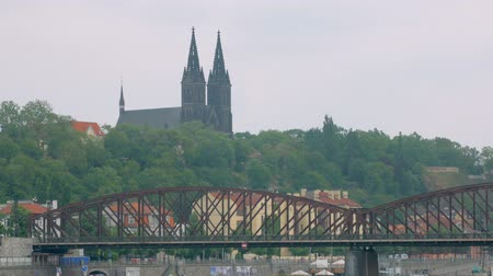 Богемия : dramatic view of ancient Prague castle Vysehrad and old metal bridge