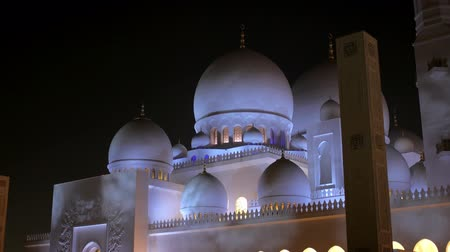 grand mosque : ABU DHABI, U.A.E. - JAN, 2018: Sheikh Zayed Grand Mosque in night time, illumination