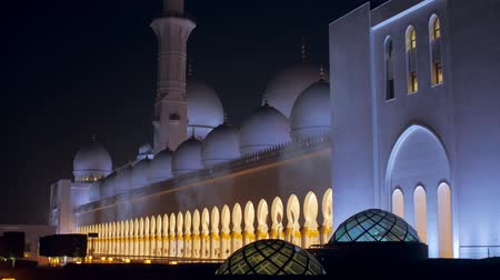 grand mosque : ABU DHABI, U.A.E. - JAN, 2018: Sheikh Zayed Grand Mosque in night time, huge hall