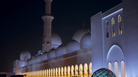grand mosque : ABU DHABI, U.A.E. - JAN, 2018: Sheikh Zayed Grand Mosque in night time, from tops to ground Stock Footage