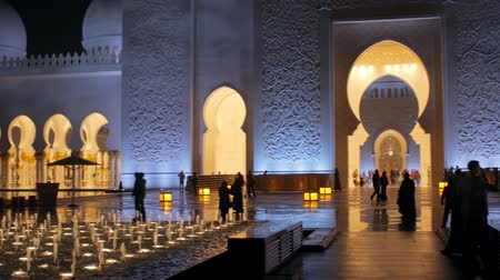 grand mosque : ABU DHABI, U.A.E. - JAN, 2018: Sheikh Zayed Grand Mosque in night time, panoramic view of main entrance