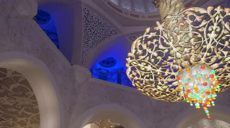 grand mosque : ABU DHABI, U.A.E. - JAN, 2018: Sheikh Zayed Grand Mosque, interior, panorama of ceiling