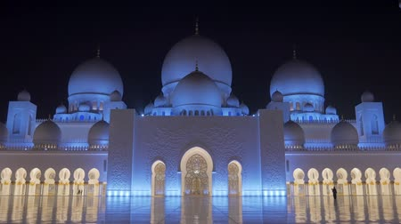 grand mosque : ABU DHABI, U.A.E. - JAN, 2018: Sheikh Zayed Grand Mosque, frontal view on facade in night time