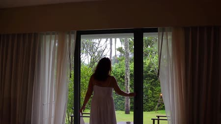 perdeler : Woman open curtains with view at beautiful garden Stok Video