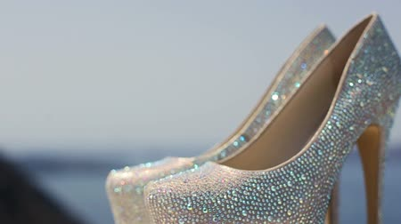 дорогой : Rack Focus On Expensive Bridal Shoes Decorated With Shiny Crystals Стоковые видеозаписи