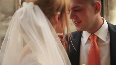 architektura : Wedding couple tenderly holding hands close up Wideo