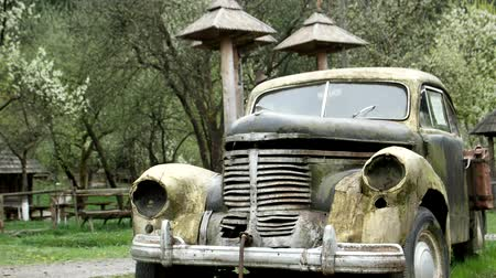 paslanmış : Rusty retro car