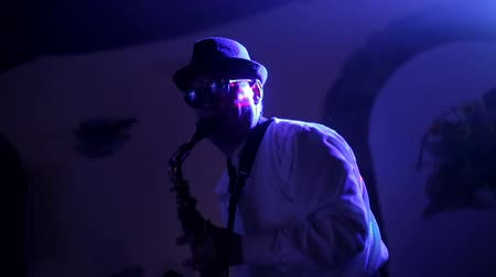 szakszofon : jazz musician playing the saxophone, playing the saxophone, music, backlit silhouette