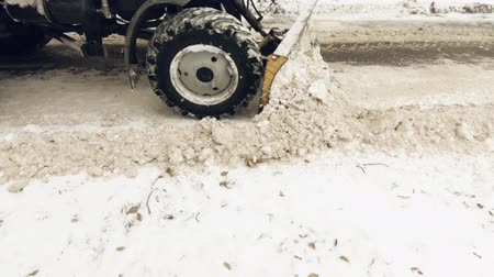 Tractor cleans on the road in the city. Wheels close-up. Stok Video